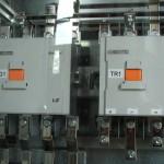 2 db 4 pólusú hálózat-dízel átkapcsoló mechanikus reteszeléssel