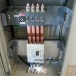 400 A-es átkapcsoló szekrény 1 db 4 pólusú megszakítóval és 1 db 2x4 pólusú automatikus hálózat-dízel átkapcsolóval